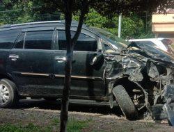 Innova Seruduk Dump Truck di Km. 5 Jalan Padang Sidempuan; Warga Siabu Gagal Berwisata